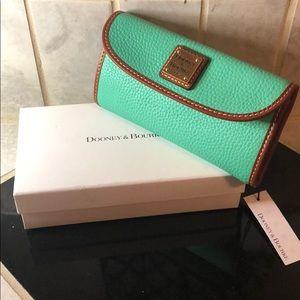 🔥🔥 Brand New🔥🔥 Dooney & Bourke Clutch Wallet